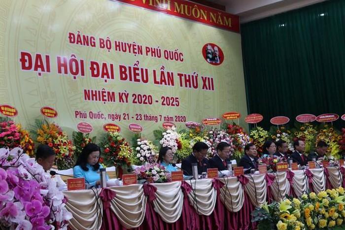 Đoàn chủ tịch Đại hội