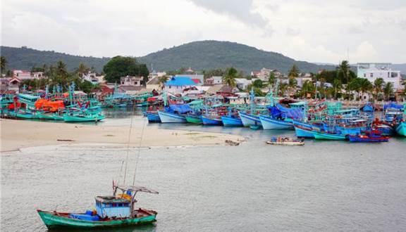 Một góc làng chài Hàm Ninh