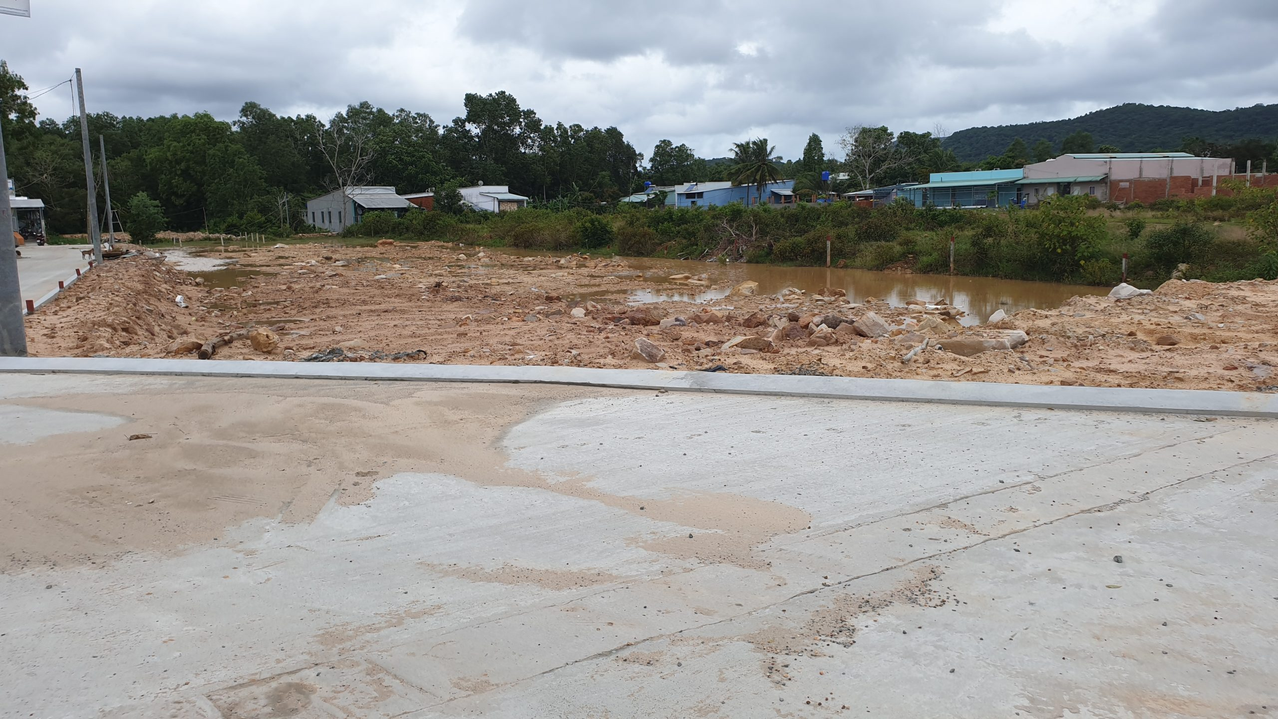 Bán lô đất 6x22m mặt đường 32m giá 22tr/m2 gần trấn Dương Đông
