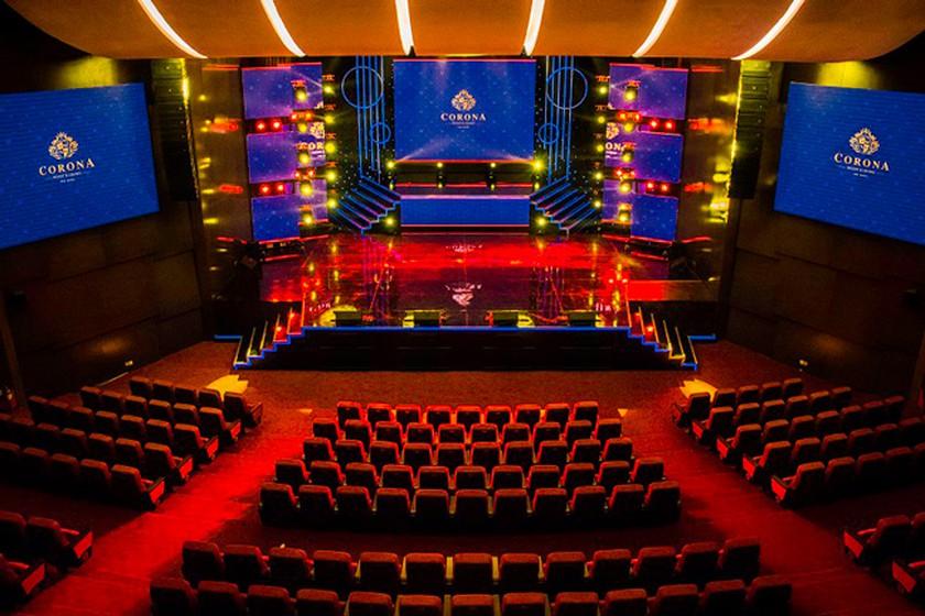 Corona Theater Phú Quốc là nơi trình diễn của rất nhiều nghệ sĩ tên tuổi nổi tiếng trong làng giải trí