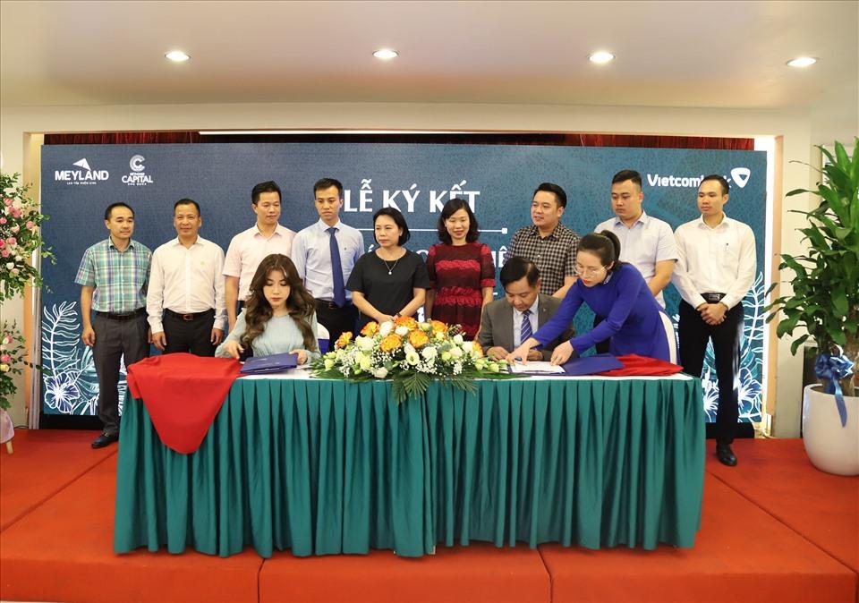 Bà Nguyễn Phương Anh - Phó Tổng Giám đốc Meyland và ông Trần Mạnh Hùng – Giám đốc Vietcombank Hưng Yên ký kết thỏa thuận hợp tác toàn diện.