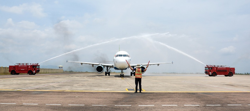 Nghi lễ phun vòi rồng chào mừng tại Quy Nhơn (Bình Định)