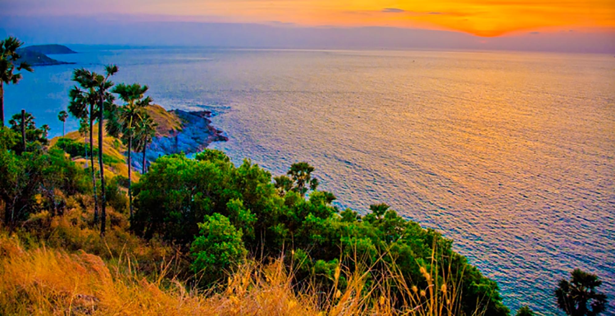 Đảo Phuket với nhiều cảnh đẹp đang thu hút du khách quốc tế sau khi Thái Lan thí điểm đón khách đã tiêm vaccine